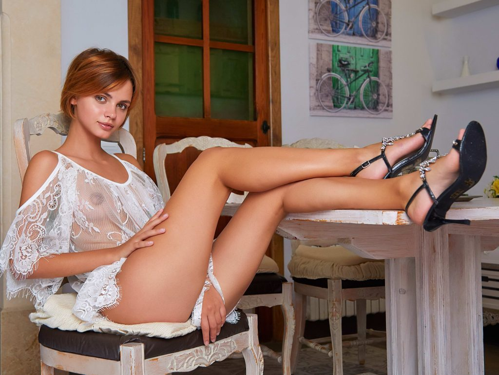 Cheap London Escorts - Gorgeous Legs And Boobs